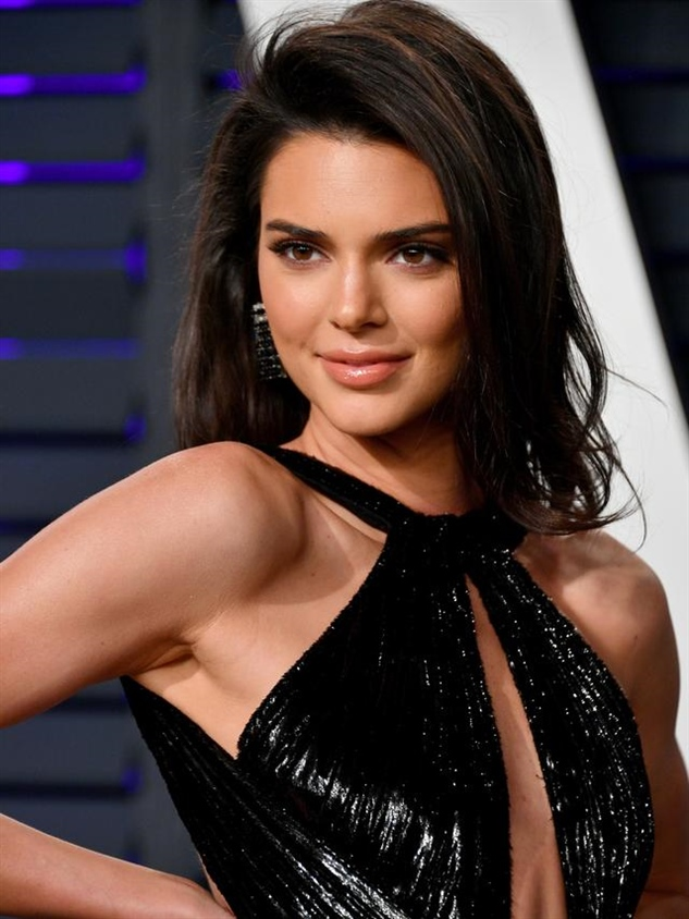 Medium Length Hairstyles for Kendall Jenner Layered Hair